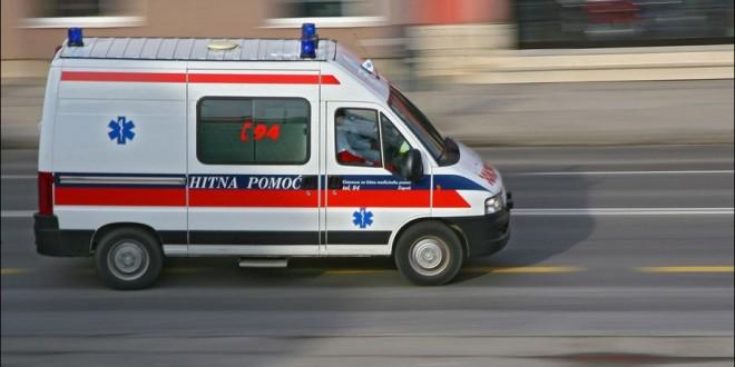 U sanitetskom vozilu Zdravstvenog centra policija pronašla 3.000 paklica cigareta