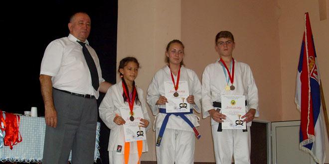 Photo of Vidovdanski karate turnir u Zvezdanu okupio veliki broj učesnika