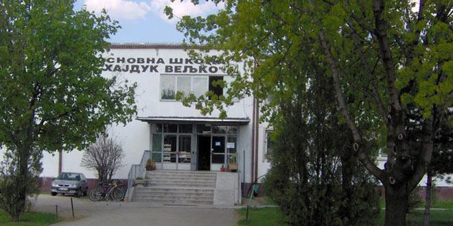 """U okviru akcije Rotari kluba """"Posadi drvo"""", dvorište škole """"Hajduk Veljko"""" dobija novi izgled"""