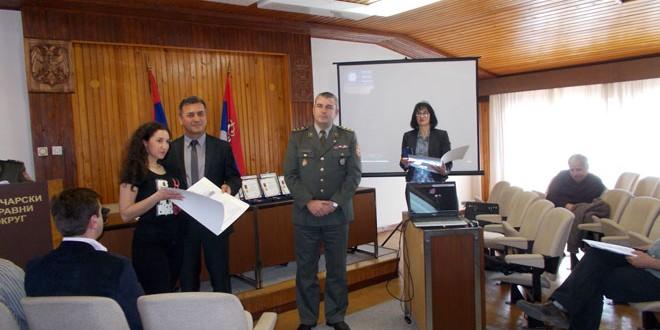 Značke, zahvalnice, priznanja za vojnike koji su odslužili vojni rok sa oružjem u 2016.