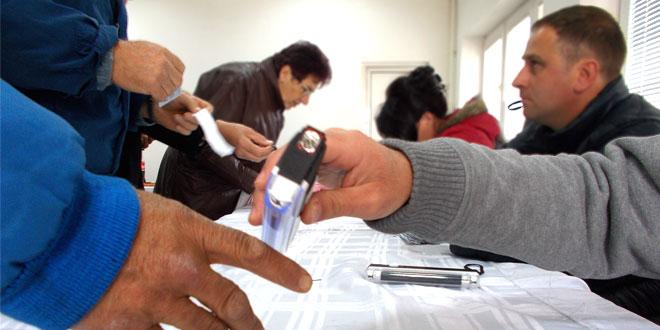 ZAJEČAR DANAS GLASA – Svoje biračko pravo iskoristili prvi na odborničkim listama(FOTO)