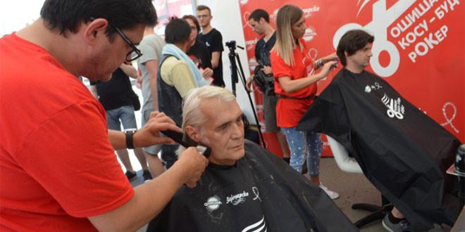 """Riblja Čorba i brojni Zaječarci podržali humanitarnu akciju """"Ošišaj kosu – budi rOKer"""""""
