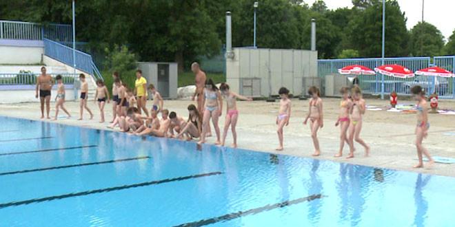 Završena obuka prve grupe neplivača na gradskom bazenu u Zaječaru!