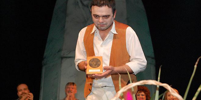 """Predstava """"Sabirni centar"""" pobrala sve simpatije publike -""""Zoranov brk"""" pripao Aleksandru Stojkoviću"""