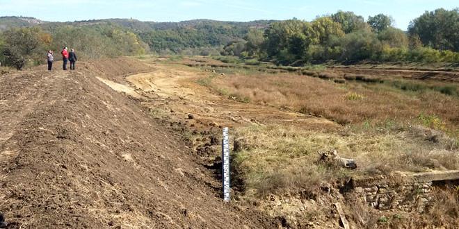 GODINE STREPNJE I NEIZVESNOSTI TRNAVČANA SADA SU PROŠLOST -Ničić: Problem izlivanja voda u Trnavcu rešen za narednih sto godina