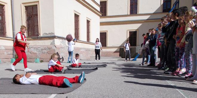 """Uspešno izvedena pokazna vežba u pružanju prve pomoći u zaječarkoj školi """"Ljuba Nešić"""""""