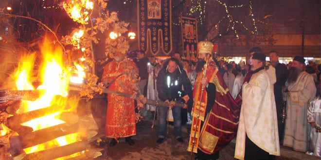 NA TRGU UPALJEN BADNJAK Badnje veče u Zaječaru -Svečano i u duhu tradicije!