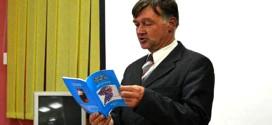 "Automehaničar zasmejava svojim aforizmima: DEVETA KNJIGA ZVEZDANCA DRAGANA SIMIĆA ,,TAČNO VREME  BEZ SATA"""
