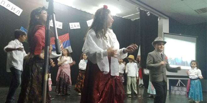 Bogatim kulturno umetničkim programom ROMI OBELEŽILI SVOJ DAN (FOTO)