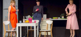 """Komedija """"Miris lovine"""" sinoć izvedena u zaječarskom pozorištu -Publika glumce pozdravila gromoglasnim aplauzom"""
