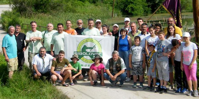 Uspešno realizovana akcija čišćenja obale Grliškog jezera (FOTO)