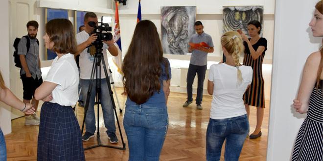 Mlade umetnice iz Zaječara Paulina i Nevena predstavile svoja umetnička dela