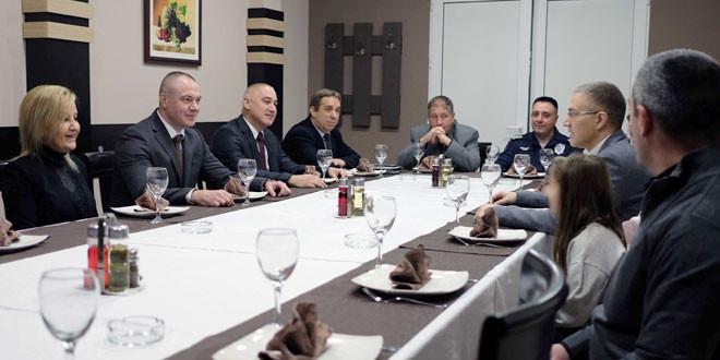MINISTAR STEFANOVIĆ NA RADNOM DORUČKU: Dobri rezultati policije u Zaječaru i Boru, smanjen broj krivičnih dela i povećan procenat njihovog rasvetljavanja