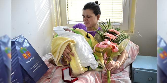 SREĆA, SREĆA, RADOST: U Zaječaru jutros rođena dva dečaka, prvi na svet stigao Lazar