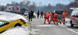 (UZNEMIRUJUĆE) U teškom sudaru kod Valakonjskog brda JEDAN MUŠKARAC POGINUO, TROJE POVREĐENIH -Dr Milićević: Povređeni van životne opasnosti