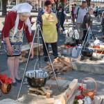 """Zaječarski majstori u pripremanju pasulja pokazali svoje umeće na manifestaciji """"Zlatna kutlača"""" (FOTO)"""