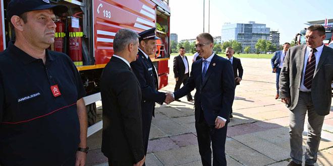 Jedinicama MUP-a 80 vatrogasnih i službenih vozila – Autocisterna 'Man' stiže u Zaječar