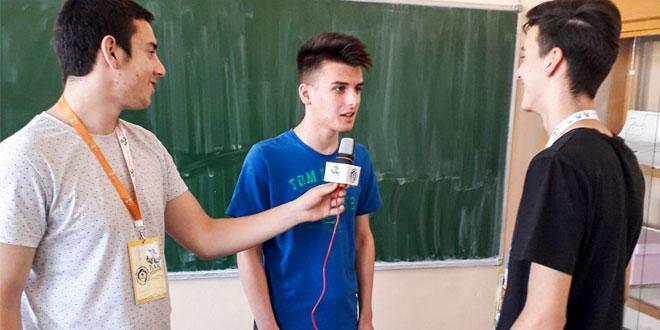 """Članovi novinarske sekcije zaječarske Tehničke škole, učesnici projekta """"Đak reporter"""""""