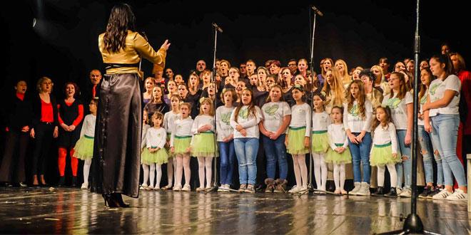 Photo of Preko 100 članova horova iz Zaječara, Bora, Negotina i Sokobanje sinoć na sceni zaječarskog pozorišta