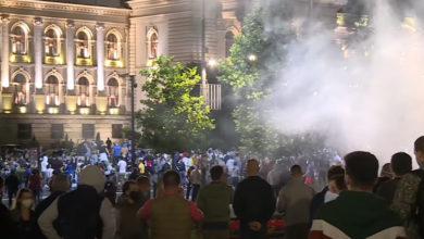 Photo of Nakon najave vraćanja restriktivnih mera PROTEST ISPRED SKUPŠTINE